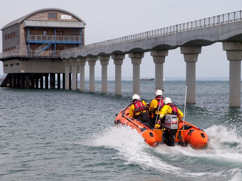 Bembridge RNLI were called out to assist a 38 foot sailing yacht.