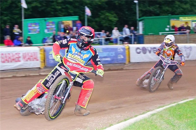 James Cockle, left, taking the Tigers' Morley on the bend. Picture by Ian Groves.